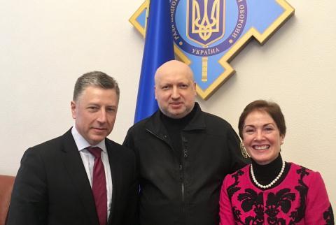 Nguoi Ukraine that vong voi chinh quyen bi My dieu khien