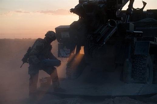 Trang Liveuamap dẫn nguồn tin quân sự Pháp cho biết, lực lượng này đã điều pháo tự hành đến Deir ez-Zor thuộc miền Đông Syria nhằm hỗ trợ cho lực lượng Lực lượng Dân chủ Syria (SDF) trong cuộc chiến chống lại phiến quân IS.
