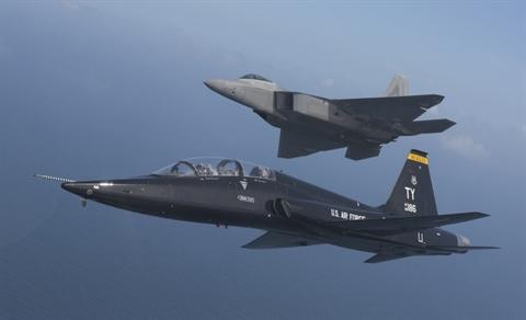 May bay Viet Nam co the nhan tung 'ha' hang chuc F-22