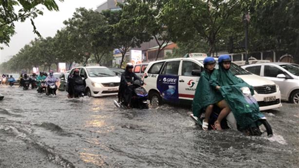 Sắm cầu phao chống ngập ở sân bay Tân Sơn Nhất?