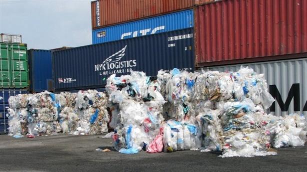 8.000 container phế liệu: Ăn tiền chở rác về Việt Nam?