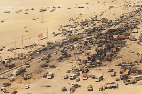 Thực hiện lệnh rút lui, các tướng lĩnh của Hussein tin rằng máy bay liên quân khó có thể phát hiện hoạt động rút quân của họ, bởi tầm nhìn từ trên không lúc đó bị hạn chế đáng kể do khói bốc lên từ các giếng dầu bị quân đội Iraq đốt cháy.