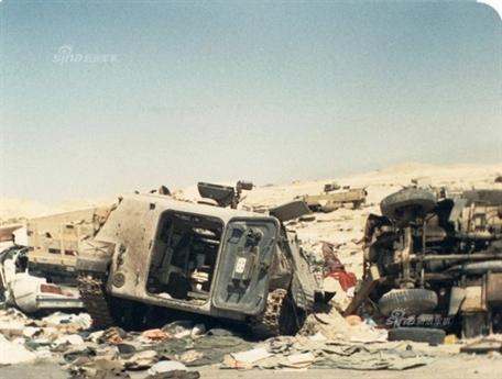 Nhằm đảm bảo hơn cho cuộc rút lui chiến thuật, Iraq đơi đến đêm tối mới hành quân. Một đoàn xe cả quân sự lẫn dân sự dài dằng dặc của Iraq chở các binh sĩ bí mật rút khỏi Kuwait trên xa lộ 80 nối liền với tỉnh Barsa của Iraq, đây cũng chính là con đường mà Hussein đã đưa quân tấn công Kuwait 6 tháng trước đó.