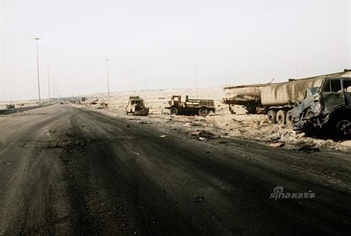 Nhưng mọi tính toán của các tướng lĩnh Iraq đã hoàn toàn sai lầm. Từ những thông tin tình báo từ phía Kuwait cùng các hình ảnh do máy bay trinh sát chiến trường E-8A Joint STARS, một loại phi cơ trinh sát siêu mạnh thu được, quân đội Mỹ phát hiện mọi kế hoạch và toan tính từ phía đối thủ.