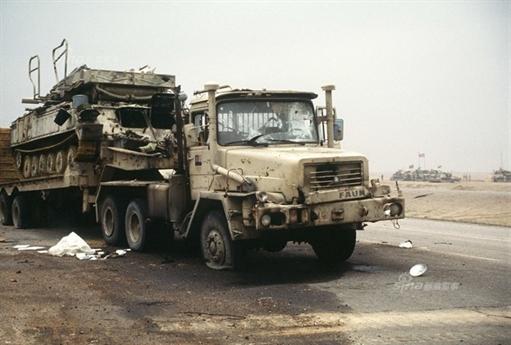Dưới lệnh của Tổng thống George H. W. Bush (Bush cha), Không quân Mỹ có nhiệm vụ oach kích không nhượng bộ lực lượng này, mục tiêu tối thiểu là phải triệt tiêu phần lớn sức chiến đấu của quân đội Vệ binh Cộng hòa Iraq. Hồi kết bi thảm của cuộc chiến Vùng Vịnh bắt đầu. Hầu hết những vũ khí mạnh nhất của không quân Mỹ đã được huy động cho chiến dịch tập kích đường không.
