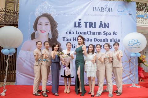 HH Vu Thi Loan rang ngoi trong trang phuc NTK Tuyet Le