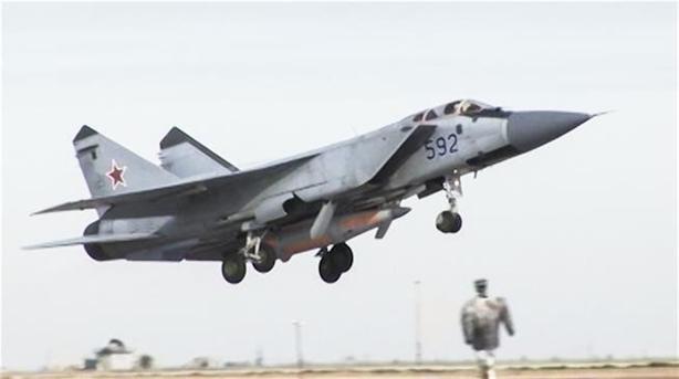 Điều đặc biệt là theo nguồn tin quân sự Nga, chiếc MiG-31 bị rơi vừa hoàn thành gói nâng cấp với nhiều trang bị mới. Nếu thông tin này được xác nhận thì điều đó đồng nghĩa với việc đây là vụ MiG-31 rơi thứ 2 trong vòng 4 tháng qua. Tất cả đều mới hoàn thành gói nâng cấp mới với trang bị radar Zaslon-M có tầm giám sát gấp đôi tiêm kích tàng hình F-22 của Mỹ hiện nay.