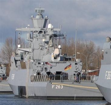 Một người lính bị thương đã được cất cánh ngay trước 21h bởi thuyền cứu sinh DGzRS Berlin từ Laboe. Bảy binh sĩ khác đã được đón bằng xe cứu thương ở Kiel và đưa đến bệnh viện. Hai binh sĩ bị ngộ độc khói nhẹ và có thể ở trên tàu.