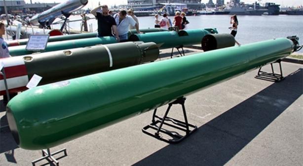 Theo Kênh Zvezda, tất cả những tàu ngầm hạt nhân lớp Borei và Yasen của nước này đều được trang bị ngư lôi thế hệ mới Fizik-2 với tầm bắn 50 km và độ sâu phóng hơn 500 m - vũ khí vượt trội so với MK-48 của Mỹ và đủ mạnh để đánh bại chiến hạm đối phương trước khi bị phát hiện.