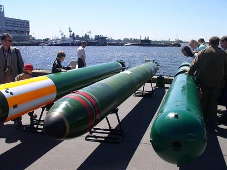 Vadim Kozyulin, Giáo sư thuộc Học viện khoa học quân sự Nga cho biết, Fizik-2 là ngư lôi cỡ 533 mm đầu tiên của Nga dùng động cơ đốt trong, giúp tăng tầm bắn và tốc độ hành trình so với động cơ điện kiểu cũ. Fizik-2 được lắp hệ thống đẩy phản lực dòng nước thay cho chân vịt truyền thống. Chính vì vậy, độ ồn khi tấn công mục tiêu được giảm đi rất nhiều.