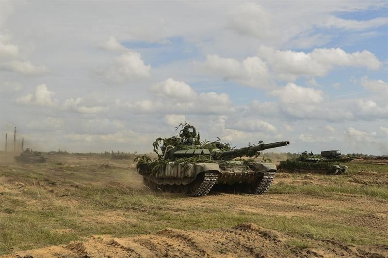 Điều đáng chú ý ở đây đó là trong số xe tăng chiến đấu chủ lực mà Quân đội Nga nhận được thì chiếm số lượng gần như tuyệt đối vẫn là những phiên bản MBT nâng cấp, bao gồm T-72B3 cùng với T-80BVM, không rõ có bao nhiêu chiếc T-90 được sản xuất mới cũng như đại tu từ kho dự trữ.