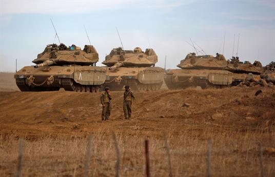 Nguồn tin này cho biết, kể từ khi Nga mở chiến dịch quân sự tấn công khủng bố tại Syria, mỗi khi nhắc đến dòng tăng mạnh mẽ nhất thế giới, nhiều người chắc hẳn ngay lập tức nghĩ tới dòng tăng T-90 của Nga. Một chiếc xe tăng có hệ thống giáp bảo vệ đa lớp, hỏa lực mạnh, cơ động cực cao.