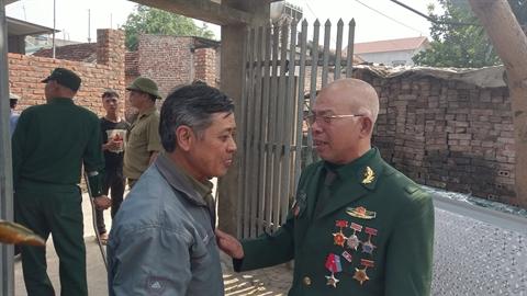 Gan mac thuong binh 'an va'nhieu noi: Ai lam the?