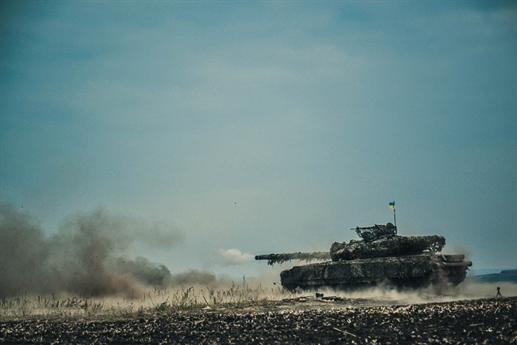 T-64BM Bulat còn được trang bị pháo 125 mm có chế độ nạp đạn tự động, phạm vi tác chiến hiệu quả tối đa 2.500 mét vào ban ngày và 1.500 mét vào ban đêm. So với các phiên bản trước đó của Т-64, Bulat có sức mạnh chiến đấu, sức cơ động và khả năng bảo vệ được cải thiện mạnh mẽ.