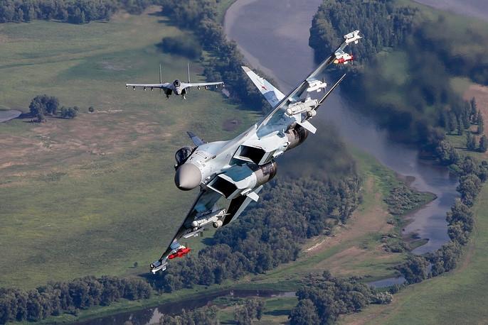 Dễ nhận thấy rằng Su-35S của Nga nói riêng cũng như dòng Flanker nói chung có kích thước thuộc hàng \
