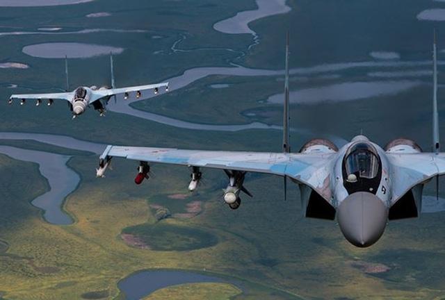Tạp chí Defense News dẫn nguồn tin quân sự Mỹ cho biết, vụ việc tiêm kích F-22 quay đầu bỏ đi khi Su-35 mang vũ khí áp sát trên bầu trời Syria hôm 23/11/2017 về thực chất là Không quân Mỹ không muốn để xảy ra tình huống va chạm không đáng có. Tuy nhiên, khi buộc phải đối đầu, F-22 có thể bắn hạ tiêm kích Su-35 khi người Nga vẫn chưa kịp hiểu chuyện gì xảy ra.