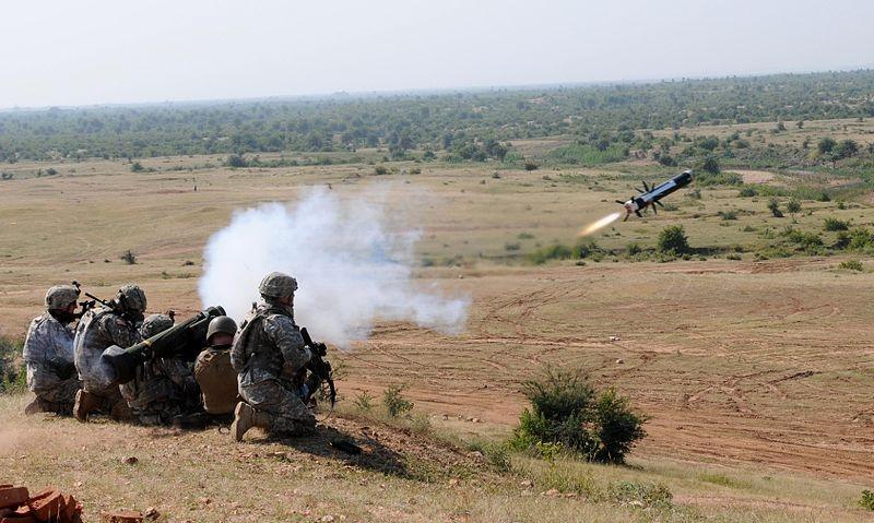 Chiến tăng T-14 Armata được trang bị hệ thống bảo vệ chủ động Afghanit, có thể phá hủy các đầu đạn chống tăng hay làm chúng không hoạt động. Radar quang điện của Afghanit gồm bốn anten mảng pha chủ động, cảnh báo các đầu đạn đang bay về phía xe. Thiết bị gây nhiễu sẽ làm rối loạn quỹ đạo tên lửa - tia laser và radar dẫn đường sẽ bị khóa do màn khói.
