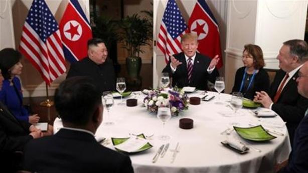 Mỹ thể hiện gì qua thực đơn bữa tối Trump-Kim?