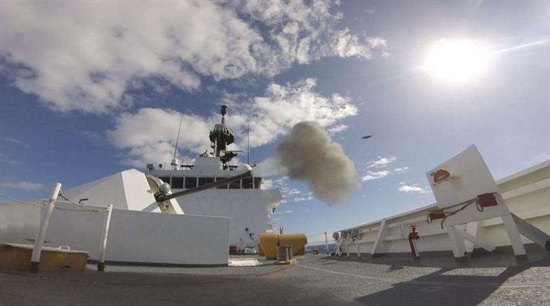 Được biết, hệ thống pháo hạm Mk110 do hãng BAE System thiết kế theo yêu cầu từ Hải quân Mỹ và Lực lượng tuần duyên bờ biển Mỹ (USCG). Đây được xem là một trong những loại pháo hải quân hạng nhẹ tốt nhất thế giới, có ưu điểm như tốc độ bắn cao, sức công phá của đạn rất mạnh, độ chính xác cao, điều khiển từ xa.
