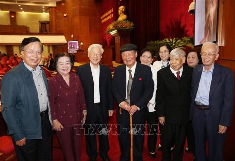 Tong Bi thu, Chu tich nuoc gap mat lanh dao nghi huu