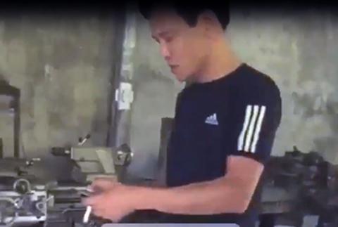 Cao thu di doi no bi danh: Nhan chung chay roi giay