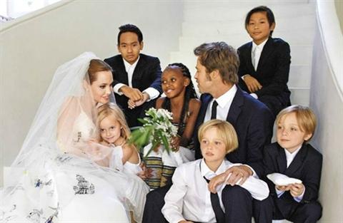 Angelina Jolie muon tai hop, Brad Pitt 'doi nuoc lanh'?