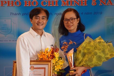 Nha tho Phan Hoang nhan giai thuong voi Buoc gio truyen ky