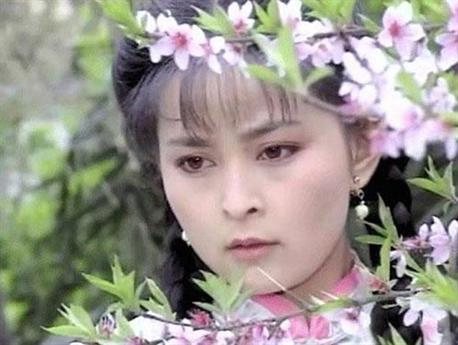 Những bộ phim của Quỳnh Dao làm nên thành công cho nhiều tên tuổi như Phạm Băng Băng, Triệu Vy, Lâm Tâm Như… nhưng người được mệnh danh là mỹ nhân đẹp nhất trong phim của nữ văn sĩ này lại là Hà Âm.