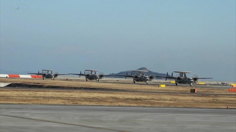 Theo Defence-blog, việc Mỹ chấp thuận bán máy bay E-2D cho Nhật Bản có liên quan đến việc gia tăng hoạt động Trung Quốc gia tăng hoạt động trên vùng biển có tranh chấp với Nhật tại Hoa Đông.