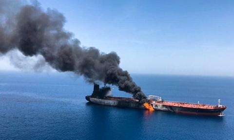 Mỹ, Iran cùng lúc tung bàng chúng vụ tán cong tàu