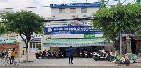 Gainguoidep may mua voi Giam doc suc khoe sinh san