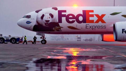 Tu choi chuyen hang Huawei, FedEx lot tam ngam Trung Quoc