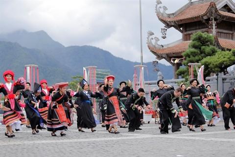 'Phu thuy san khau' tiet lo show dien lieu trai tai SaPa