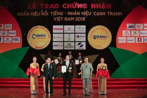 Van Phu Investlot'Top 50 nhan hieu Noi tieng Viet Nam'