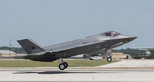 Chính vì thế, thiếu Thổ Nhĩ Kỳ sẽ khiến quá trình lắp ráp, duy trì các đơn vị máy bay F-35 trở nên khó khăn và chậm trễ hơn. Thậm chí trong ngắn hạn, những chiếc F-35 không thể hoàn thiện để cất cánh khi nguồn cung cấp linh kiện mới chưa kịp sản xuất. Đây chính là nguyên nhán khiến giá thành F-35 sẽ tăng lên đang kể so với trước.