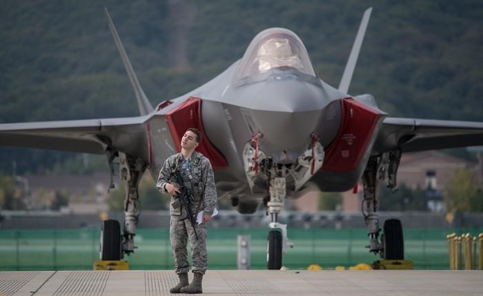 Quân đội đã phải đặt hàng lại hợp đồng cung cấp hàng trăm bộ phận của máy bay F-35, khi chính phủ quyết định loại Thổ Nhĩ Kỳ khỏi chuỗi cung ứng thiết bị và linh kiện dòng máy bay thế hệ 5 này. Trước khi bị loại khỏi chương trình phát triển máy bay F-35, mười nhà thầu Thổ Nhĩ Kỳ đã chịu trách nhiệm cung cấp hơn 900 bộ phận của máy bay F-35, trong đó có 400 bộ phận đặc biệt không có nhà thầu thay thế.