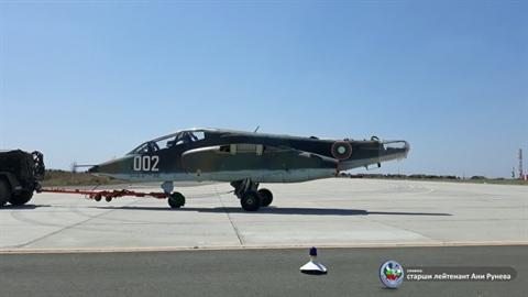Bulgaria tin dung Su-25 bat chap da mua F-16V Block 70 Viper