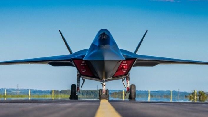 Chuyên gia Tim Robinson của Hiệp hội Hàng không Hoàng gia tiết lộ, công nghệ quan trọng nhất của tiêm kích Tempest là tùy chọn lưỡng dụng, tiêm kích có thể bay với một phi công hoặc bay không người lái.