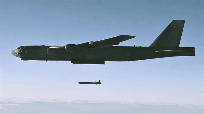 Việc dùng LRSO thay thế cho tên lửa hành trình phóng từ máy bay AGM-86B được biên chế từ thập niên 1980 trên B-52H được coi là quyết định kịp thời của Không quân Mỹ.