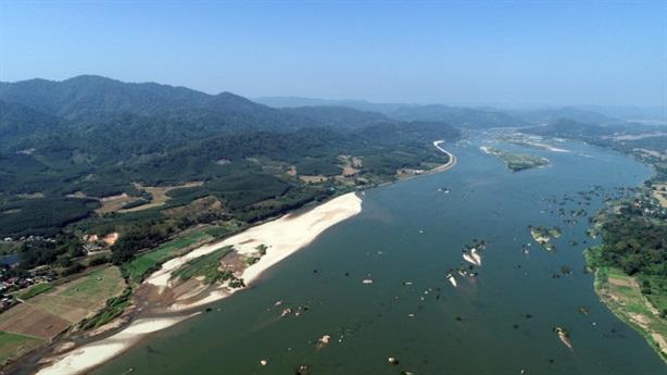 Sông Mekong đổi màu: Trầm trọng hơn vì chuyển nước?
