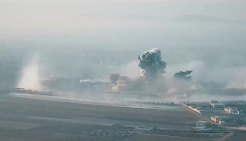 Video Nga dung bom nhiet ap hang nang tan cong phien quan