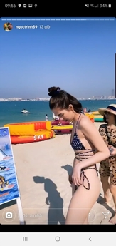 Người đẹp diện bộ bikini khoe trên bờ biển. Thế nhưng, những tưởng người ta phải trầm trồ khen Ngọc Trinh đẹp vì cô là nữ hoàng nội y nhưng ngược lại, \