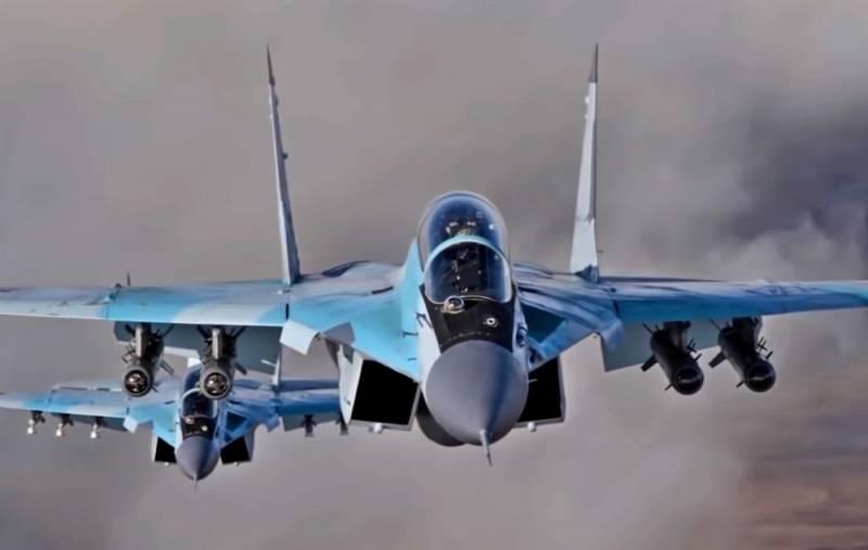 Cụ thể MiG-35 được trang bị hệ thống radar mảng pha chủ động. Đây là một trong những hệ thống radar hiện đại của Nga và được trang bị trên hầu hết các tiêm kích thế hệ mới. Ngoài ra, chúng còn được trang bị hệ thống chỉ thị mục tiêu quang học OLS-35 và các hệ thống khác. Điều này tạo điều kiện cho MiG-35 hạn chế sự phụ thuộc vào lực lượng dẫn đường mặt đất.