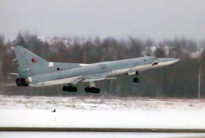 Bởi loại tên lửa siêu thanh mới Kinzhal của Nga có thể tiêu diệt mục tiêu ở khoảng cách lên tới 3000 km nếu nó được phóng từ máy bay ném bom Tu-22M3M. Trước đó nguồn tin cho biết rằng tầm bắn tối đa của chúng chỉ khoảng 2000 km.