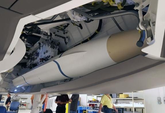 Công ty Orbital ATK - nhà sản xuất của AGM-88G tiết lộ, AGM-88G được thiết kế với cánh đuôi mới so với phiên bản tiêu chuẩn nhằm tăng sức cơ động và được chỉnh sửa động cơ rocket nhiên liệu rắn nhằm kéo dài tầm bắn, cùng với tích hợp tổ hợp dẫn đường thế hệ mới gồm đầu đạn, đầu dò radar thụ động, bộ nhớ vị trí... chính xác hơn.
