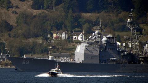 USS Vicksburg manh hon Kirov Ngasau nang cap