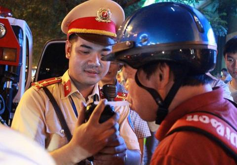 Phat uong bia ruou:Van con diem chua hop ly...