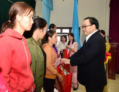 Ong Hoang Trung Hai: Dac biet cham lo Tet nguoi ngheo