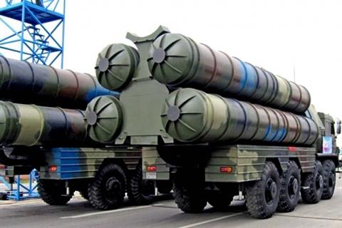 Iran mua them luong lon S-300 de 'don tiep' may bay My