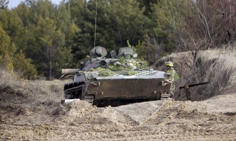 Ukrainedoi xay dung hai can cu quan su o Donbass